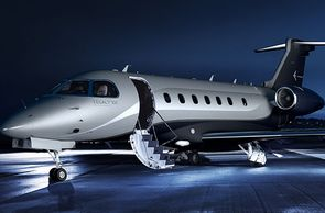 Embraer Legacy bei nacht