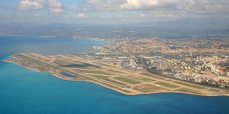 Blick auf den Flughafen von Nizza