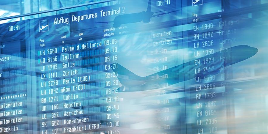 Anzeigetafel an einem Flughafen