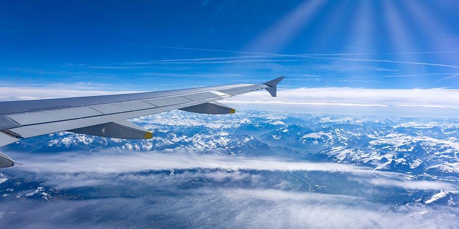 Blick auf die Alpen im Reiseflug